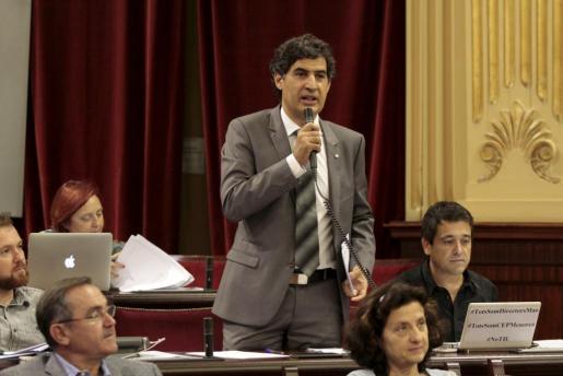 El diputado de Més, Miquel Àngel Mas, durante una intervención en el Parlament.