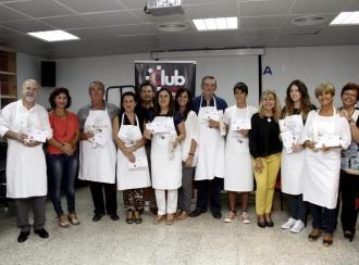 Los agraciados en el concurso reciben sus premios