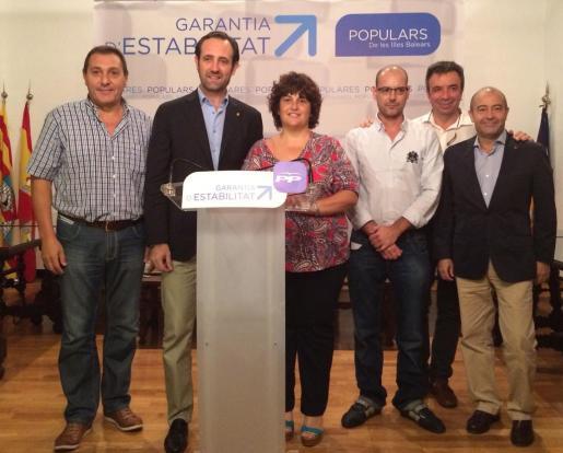 El presidente del PP balear, José Ramón Bauzá, junto a la candidata del partido a la Alcaldía de Ses Salines, Maria Bonet.
