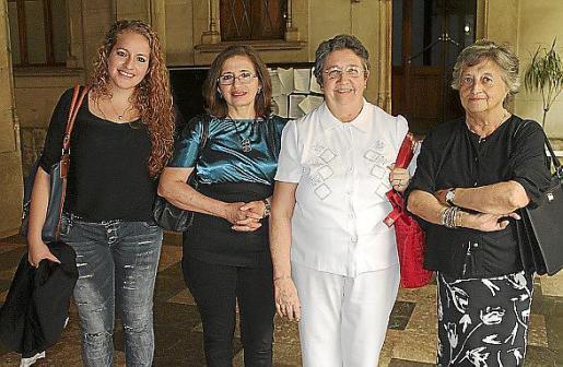 Vicky Lucero, Gladys Campoverde, Cati Vallespir y Paz Revilla.
