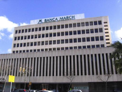 Fachada del edificio de la Banca March en las Avenidas.