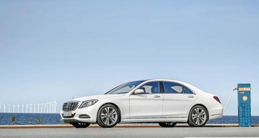 El nuevo Mercedes conjuga un concepto avanzado de propulsión híbrida con las exclusivas innovaciones y el lujoso equipamiento de la Clase S.