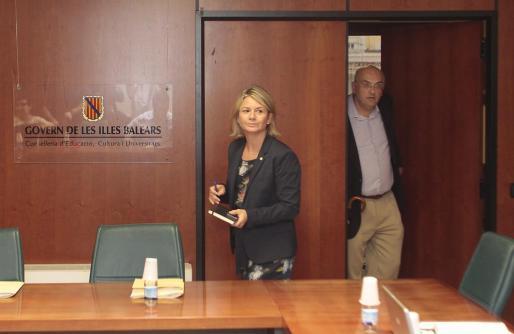 La consellera d'Educació, Nuria Riera, celebró recientemente la Mesa Sectorial de Educación con lo sindicatos.