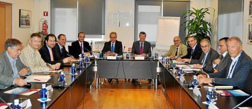 El Comité de Coordinación Aeroportuaria, está formada por AENA Aeropuertos, el Govern de les Illes Balears; los ayuntamientos de Palma, Maó y Sant Josep; las Cámaras de Comercio de Mallorca, Eivissa y Formentera; la CAEB, UGT y CCOO.