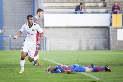 El jugador del Mallorca, Fofo, celebra el gol marcado ante el Llagostera.