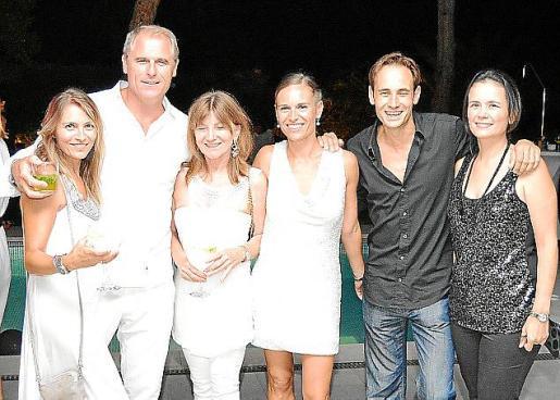 Bibi Nieto, el promotor musical Miguel Brotons, Magdalena Sansaloni, Beatriz Morell, Magi Marqués y Franca Dávila.