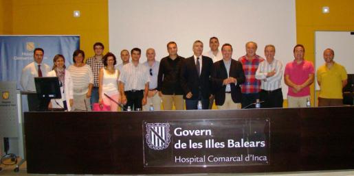 Alcaldes y miembros de la gerencia del hospital de Inca durante la creación de la Comissió de Participació Ciutadana.