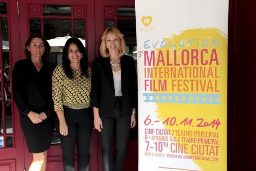 Tone Adsero, Sandra Seeling y Esperanza Crespí, durante la presentación del festival internacional Evolution Mallorca.