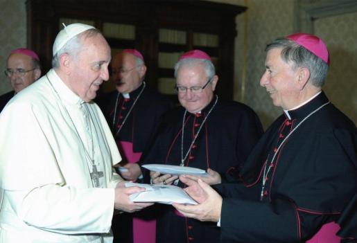 El Papa Francisco, en marzo de este año junto al obispo de Mallorca, en el centro, y al de Menorca, Salvador Giménez.