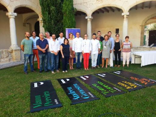 Momento de la presentación de la segunda ruta de tapas gourmet en Inca, que ha contado con la presencia de algunos de los cocineros participantes y representantes del Ajuntament.