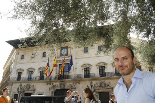 Antoni Verger, frente al Ayuntamiento de Palma, en una imagen de archivo.