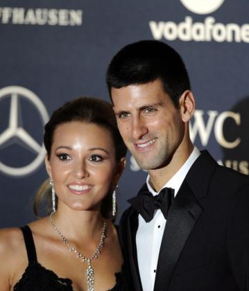 El tenista serbio Novak Djokovic (d) y su mujer Jelena Ristic, en una imagen de archivo.