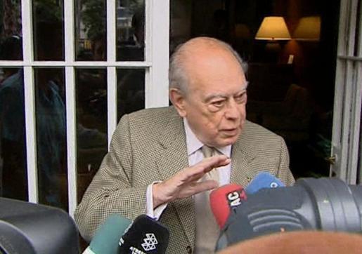 Jordi Pujol, saliendo de su casa.