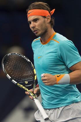 El tenista español Rafael Nadal celebra un punto ante el francés Pierre-Hugues Herbert durante los dieciseisavos de final del Abierto de Tenis de suiza disputado en Basilea.