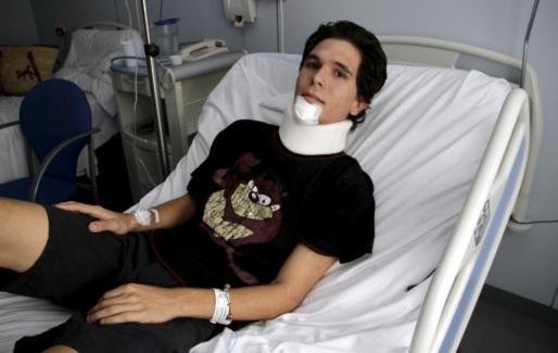 El jóven Javier López evoluciona favorablemente en planta hospitalaria tras ser atropellado por un autobús.