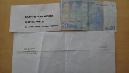 """El sobre recibido por un vecino de sa Pobla en nombre del partido Independents per sa Pobla contenía 20 euros a modo de """"gratificación""""."""