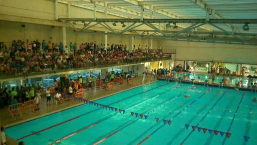 El evento contó con la participación de unos 600 niños y niñas que, junto a sus familias, llenaron el recinto de la piscina cubierta de Inca durante toda la jornada.