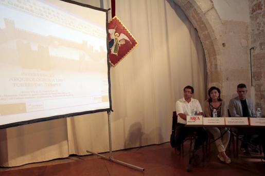 Josep Massot, Nanda Ramon y Llorenç Vila, ayer, en Can Weyler.