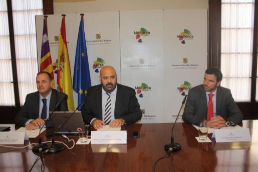 Jaime Martínez (c) durante la rueda de prensa de este jueves.