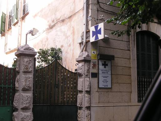 La existencia de la cámara ha sido señalizada en esta fachada de la Gran Vía.
