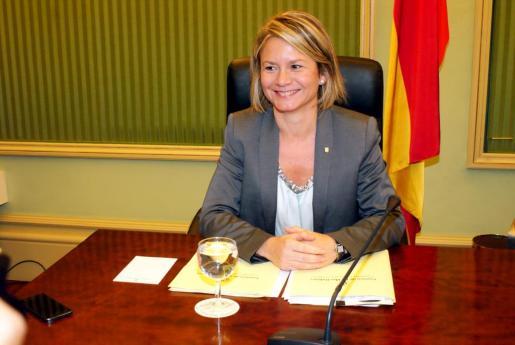 Nuria Riera durante su comparecencia para explicar su proyecto político en la Sala Verde del Parlament.