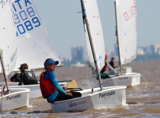 La regatista del CN s'Arenal, Aina Colom, durante la última regata del Mundial de la clase Optimist celebrado en Argentina.