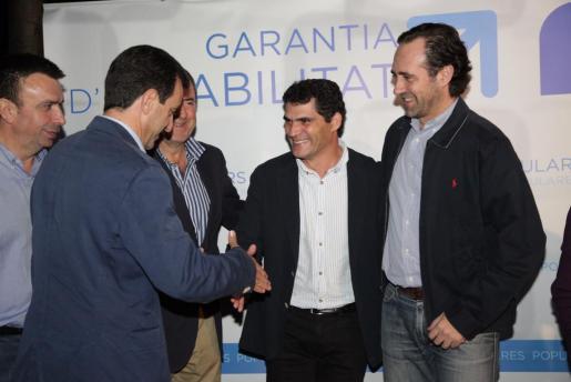 Toni Mulet, durante su presentación como candidato del PP rodeado por José Ramón Bauzá, Miquel Vidal, Pere Rotger y Biel Company.