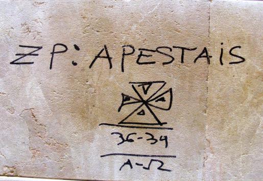 Este lunes ha aparecido una pintada con tintes fascistas en la fachada de la sede del PSIB de Palma.