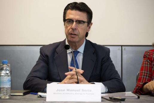 """El ministro español de Industria, Energía y Turismo, José Manuel Soria, durante una rueda de prensa en Londres en la inauguración de la Feria Mundial del Turismo, en la que ha augurado que 2014 será """"un buen año turístico"""" para España, con un probable aumento del número de visitantes hasta más de 60 millones."""