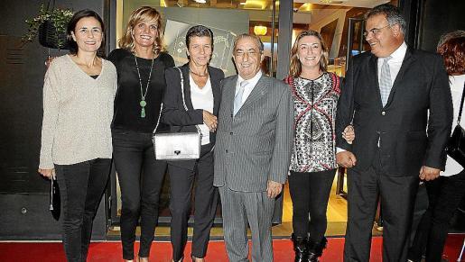 Paula Serra, Isabel Guarch, Carmen Serra, Juan José y María José Hidalgo y Bartomeu Barceló.