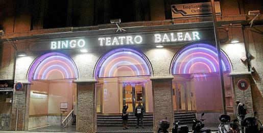 El Bingo Teatro Balear cerró sus puertas para reconvertirse en el Gran Casino Teatro Balear, pero no ha logrado la licencia de obras.