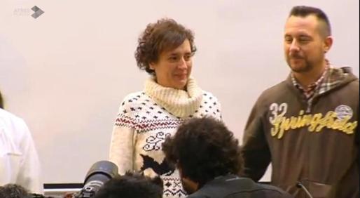 Teresa Romero y Javier Limón, muy emocionados durante su comparecencia.