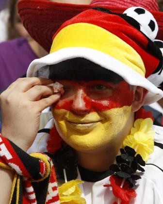 Un seguidor alemán, desolado tras la derrota de su selección.