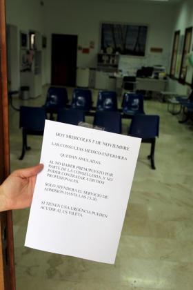 Solo un administrativo atendía este miércoles la Unidad Básica de Salud de Puigpunyent, donde se registraron 15 reclamaciones de pacientes.