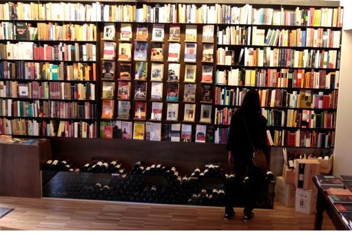 En el aspecto literario, aquí encontramos una extensa selección de novela, ensayo, poesía y arte.