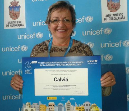 La teniente de alcalde de Servicios Sociales de Calvià, Cristina de León, recogió el premio otorgado por Unicef al Ajuntament.