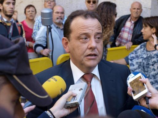 El Fiscal Anticorrupción de Balears, Pedro Horrach, tras escuchar la resolución de la Audiencia de Palma sobre la imputación de la infanta Cristina.