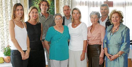 Marian Albertí, Isabel y Guillem Ecker, la homenajeada Ana de Ecker; Toni y Marga Ecker, Polita Cerdá, Joan Jaume y María Fullana.