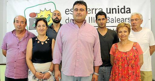 Manel Carmona junto a otros dirigentes de EU.