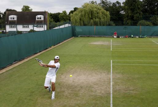 El español Rafael Nadal se prepara para el tercer Grand Slam.