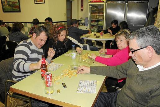 La organización de bingos en torno a la Navidad es una tradición arraigada en comarcas como el Raiguer.