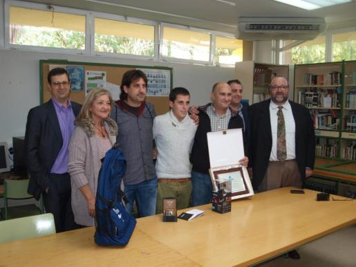Momento del reconocimiento a Pere Joan Gelabert y al instituto en el que esudia.