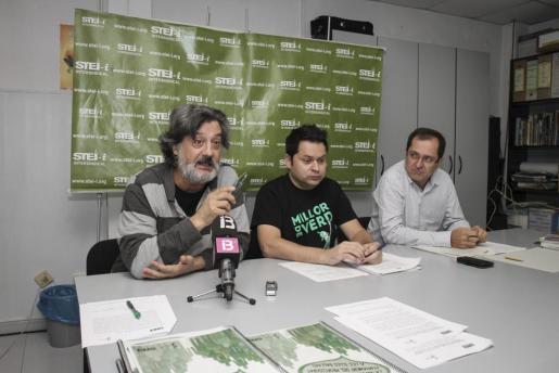 Biel Caldentey, junto a Xisco García y Ramón Mondejar presentaron el estudio del STEI-i sobre la calidad de la formación de los docentes de las Islas.