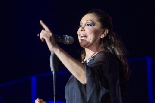 La cantante Isabel Pantoja, el pasado 12 de octubre cantando en Zaragoza.