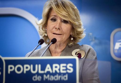La presidenta del PP de Madrid, Esperanza Aguirre, en una rueda de prensa que convocó el pasado mes para pedir perdón por los casos de corrupción destapados en su partido.
