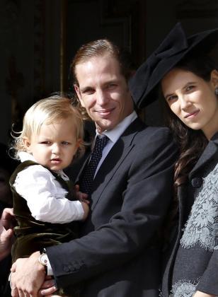 Andrea Casiraghi, su hijo Alexandre Sasha Casiraghiy su esposa, Tatiana Santo Domingo durante la Fiesta Nacional del principado de Mónaco.