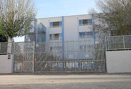 Imagen de la fachada del IES Mossèn Alcover donde se produjeron los robos.