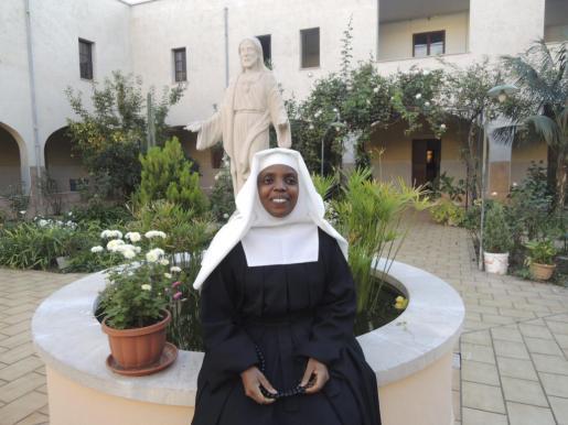Sor María Gracia profesará como monja salesa.