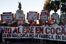 PALMA - 300 TRABAJADORES DE COCA COLA PROTESTAN CONTRA EL CIERRE DE LA FABRICA EN PALMA.