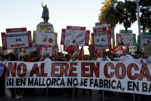 Protesta de los trabajadores de la planta embotelladora en Palma.